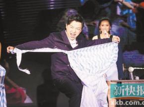 """徐峥""""大叔""""道路遇强敌 《一出好戏》8月10日全国上映"""